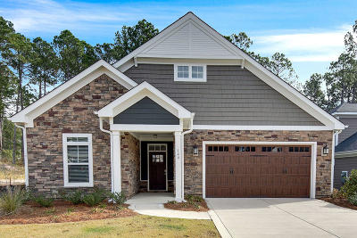 Southern Pines Single Family Home For Sale: 144 Holly Springs Court