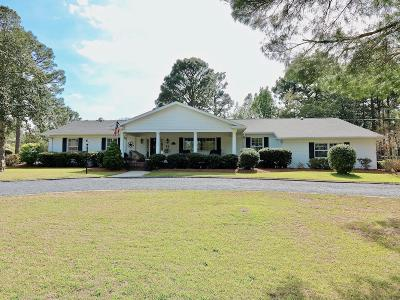 Moore County Single Family Home For Sale: 7 Country Club Boulevard