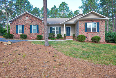Southern Pines Single Family Home For Sale: 274 Brooks Lane