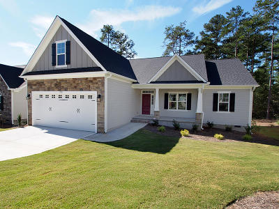 Southern Pines Single Family Home For Sale: 370 N Bracken Fern Lane