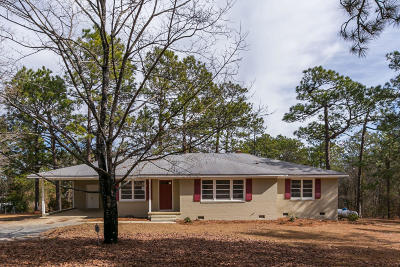 Southern Pines Single Family Home For Sale: 565 E Delaware Avenue