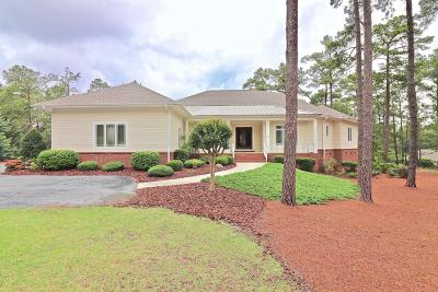 Moore County Single Family Home For Sale: 16 Invershin Court