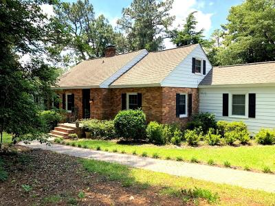 Southern Pines Single Family Home For Sale: 120 Country Club Circle