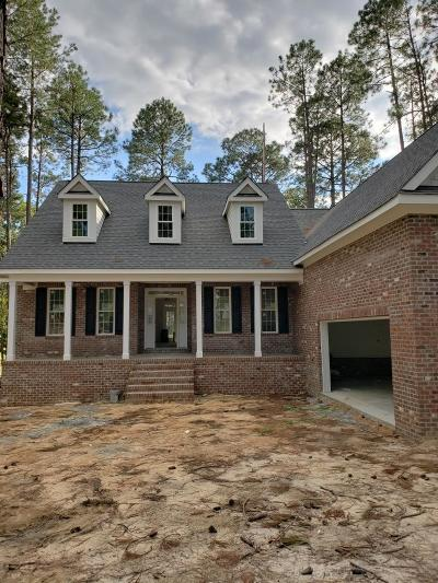 Southern Pines Single Family Home For Sale: 221 Plantation Drive