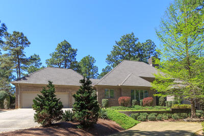 Moore County Single Family Home For Sale: 106 Heatherhurst Place