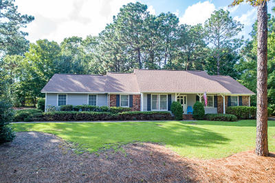 Southern Pines Single Family Home For Sale: 215 Edinboro Drive