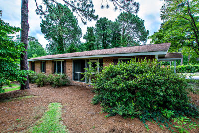 Southern Pines Single Family Home Active/Contingent: 825 N Bennett Street