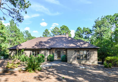 Moore County Single Family Home For Sale: 42 Pinewild Drive