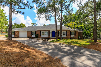 Southern Pines Single Family Home For Sale: 835 Central Drive