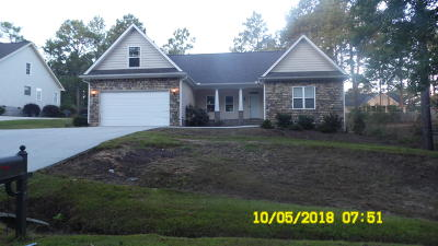 Moore County Single Family Home Active/Contingent: 270 Kingswood Circle