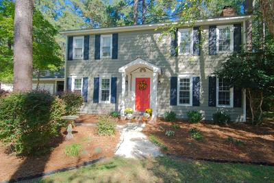 Southern Pines Single Family Home Active/Contingent: 475 E Hedgelawn Way