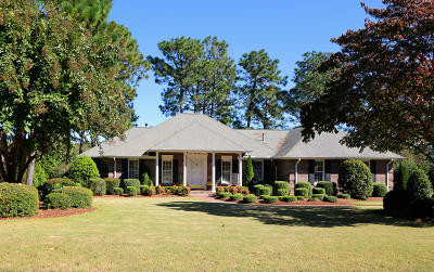Southern Pines Single Family Home For Sale: 104 Steeplechase Way