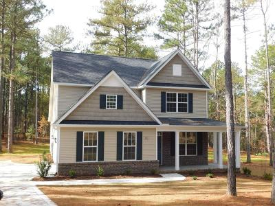 Seven Lakes, West End Single Family Home Active/Contingent: 543 Longleaf Drive