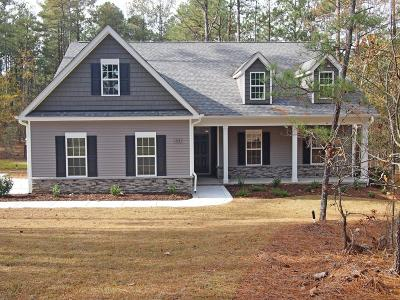 Seven Lakes, West End Single Family Home Active/Contingent: 545 Longleaf Drive