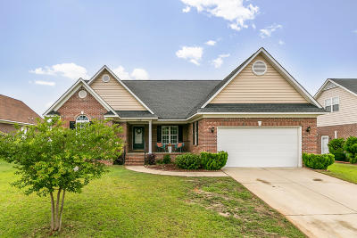 Fayetteville Single Family Home Active/Contingent: 3438 Beckford Lane