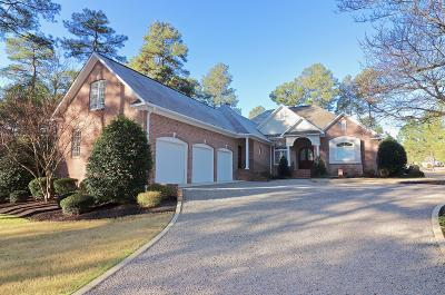 Moore County Single Family Home For Sale: 18 Whithorn Court
