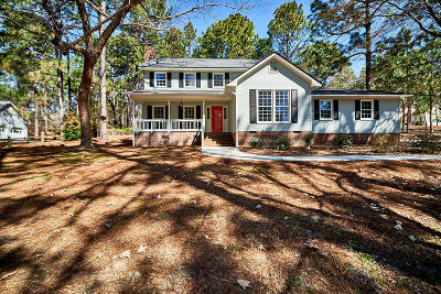 Southern Pines Single Family Home For Sale: 130 Foxfire Place