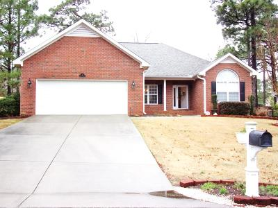 Moore County Single Family Home Active/Contingent: 5 Elmhurst Place