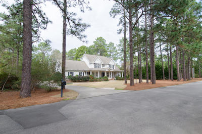 Southern Pines Single Family Home For Sale: 580 Fairway Drive