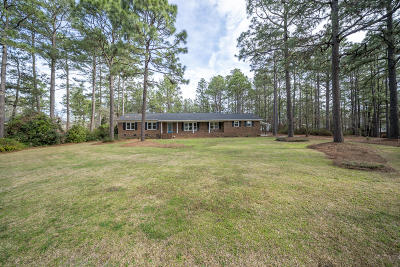 Southern Pines Single Family Home For Sale: 1101 N Glenwood Trail