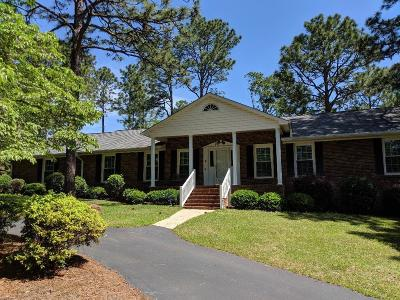 Southern Pines Single Family Home For Sale: 1105 N Glenwood Trail