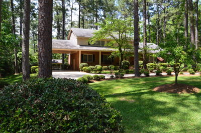 Southern Pines Single Family Home For Sale: 200 Golfcrest Lane