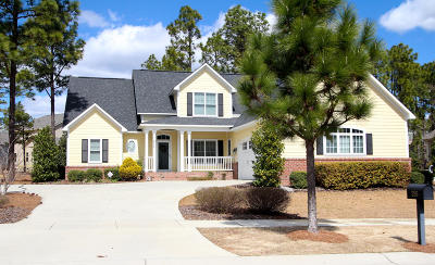 Southern Pines Single Family Home For Sale: 255 Wiregrass Lane