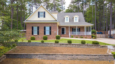 Moore County Single Family Home For Sale: 104 Cliff Court