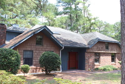 Moore County Single Family Home For Sale: 176 Cardinal Lane