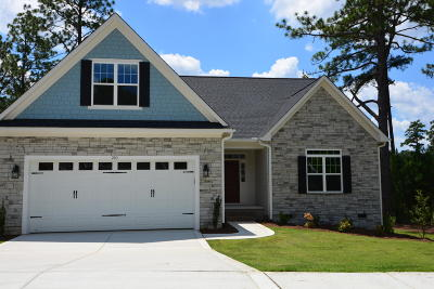 Southern Pines Single Family Home For Sale: 210 N Bracken Fern Lane