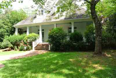 Forest Hills Single Family Home For Sale: 153 Briarwood Circle
