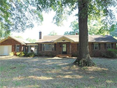 Rockingham County Single Family Home For Sale: 700 Virginia Street