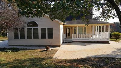 Summerfield NC Single Family Home For Sale: $240,000