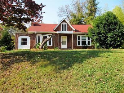 Yadkin County Single Family Home For Sale: 428 Carolina Avenue