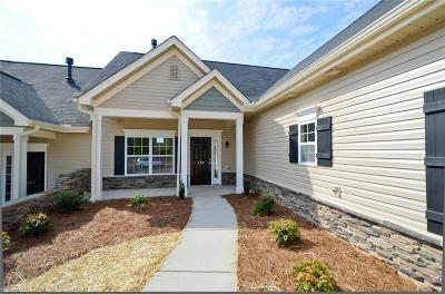 Clemmons Condo/Townhouse For Sale: 220 Hawks Nest Circle