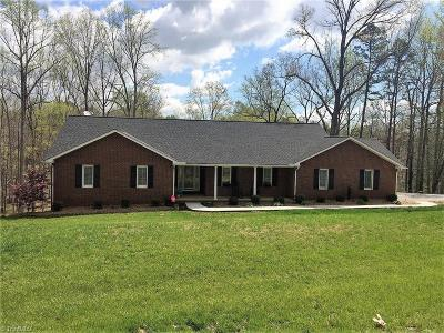 Mocksville Single Family Home For Sale: 302 Lakeview Road