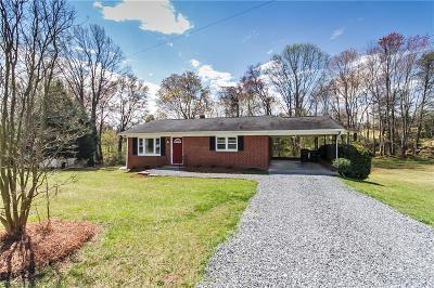Oak Ridge Single Family Home For Sale: 5539 Bunch Road