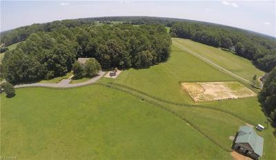 Advance Single Family Home For Sale: 177 Rabbit Farm Trail
