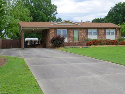 Reidsville Single Family Home For Sale: 808 Hillview Road