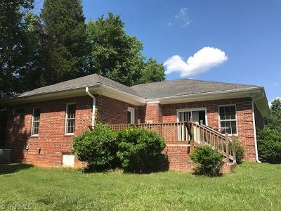 Greensboro Single Family Home For Sale: 823 B Roberson Comer Road