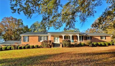 Alamance County Single Family Home For Sale: 1306 Rockledge Drive