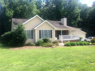 Browns Summit Single Family Home For Sale: 2908 Beville Forest Drive