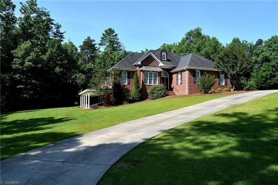 Alamance County Single Family Home For Sale: 255 Forest Drive