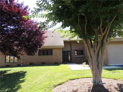 Bermuda Run Single Family Home For Sale: 136 Willowbrook Place