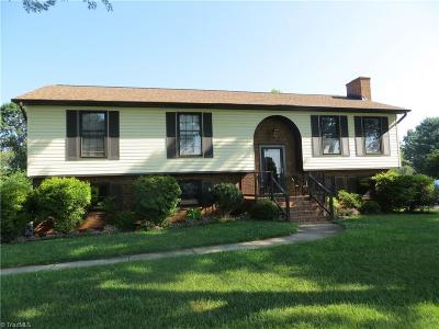 Clemmons West Single Family Home For Sale: 7025 Idols Road