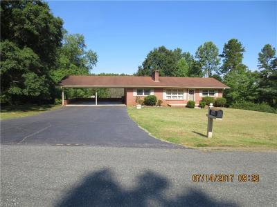 Winston Salem Single Family Home For Sale: 5754 Merry Dale Drive