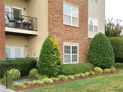 Clemmons Condo/Townhouse For Sale: 6801 Hanesbrook Circle #104