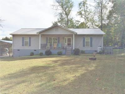 Stoneville Single Family Home For Sale: 176 Laurel Bluff Road