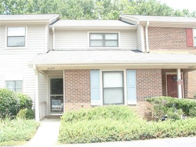 Guilford County Condo/Townhouse For Sale: 2609 Cottage Place