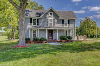 Greensboro Single Family Home For Sale: 4401 Pleasant Garden Road